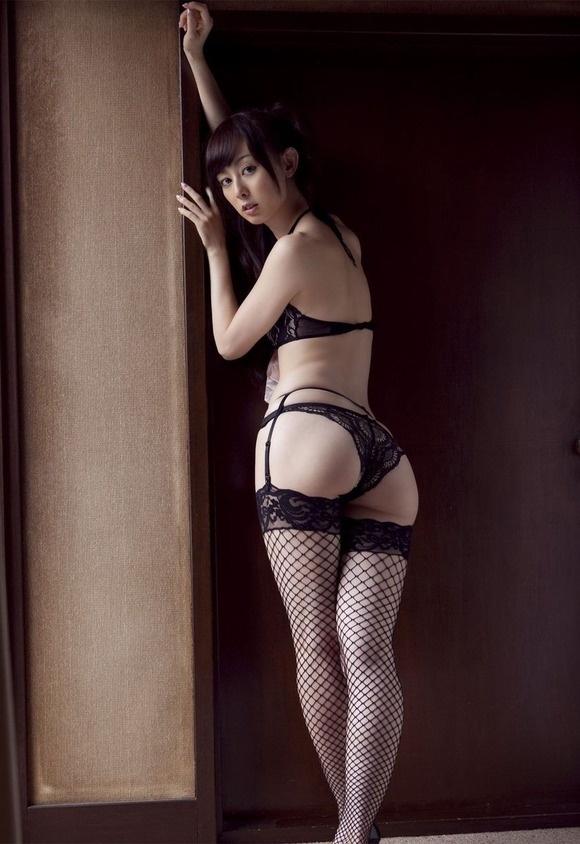 【ヌード画像】ガーターベルト太ももと美尻を最高に際立たせる(30枚) 05
