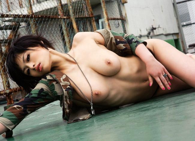 【ヌード画像】腋オープンしてフェチズムを満たしてくれる女性(32枚) 27