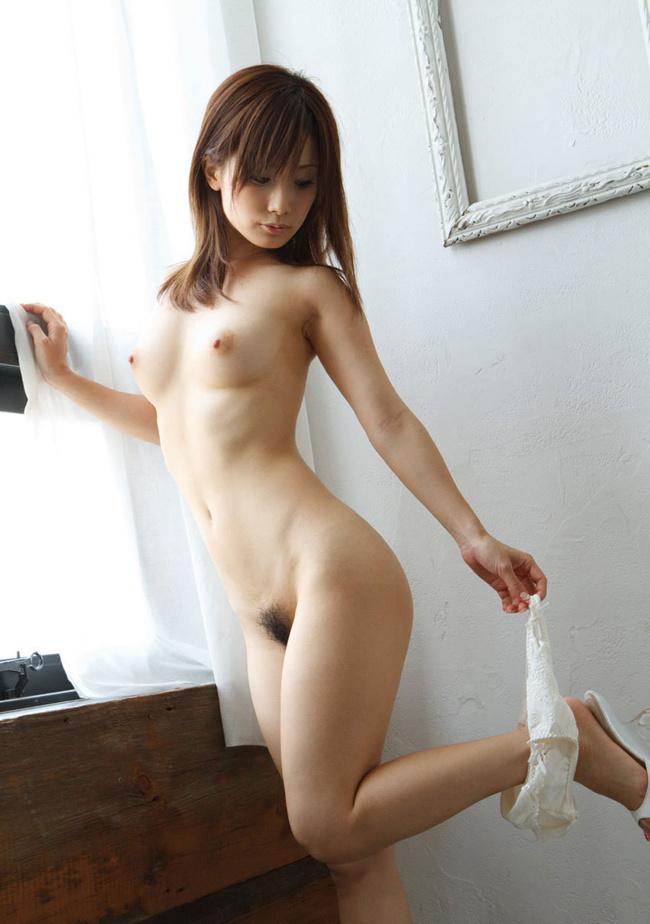 【ヌード画像】巨乳すぎず貧乳すぎない小ぶり美乳まとめ(30枚) 12