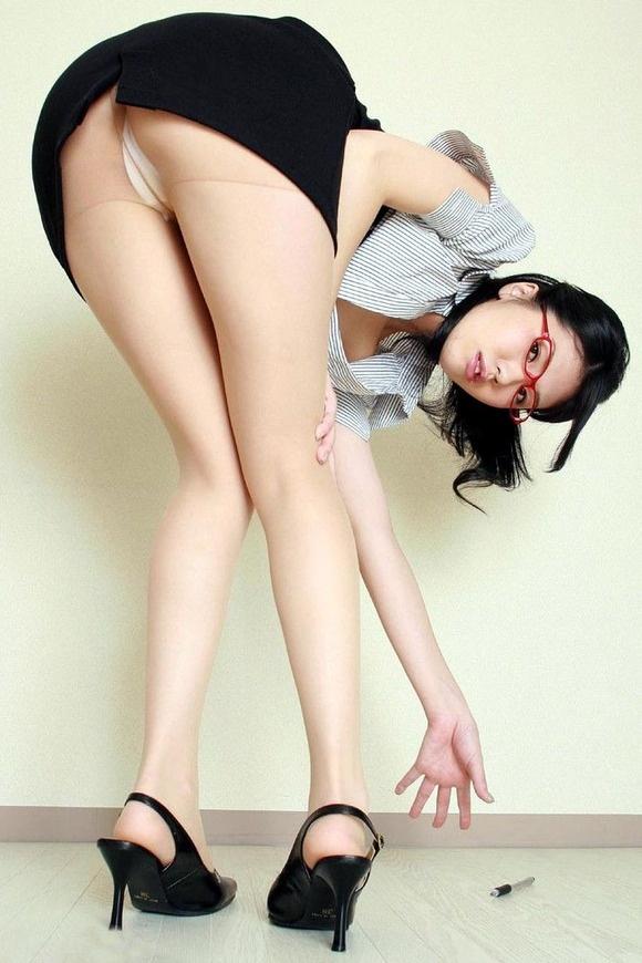 【ヌード画像】誘惑が強すぎるOLの着衣パンスト美脚(31枚) 30