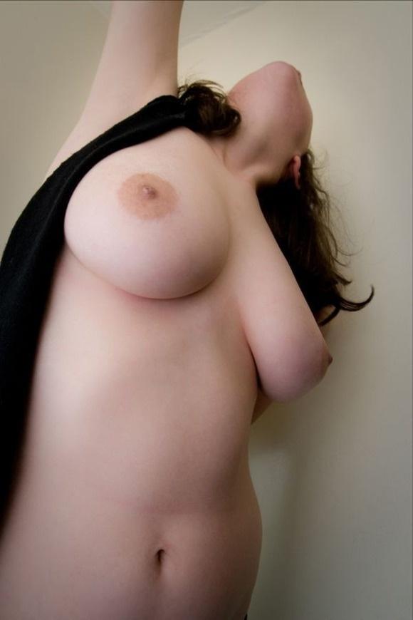 【ヌード画像】寄せて上げなくても大きい巨乳お姉さん画像(30枚) 17