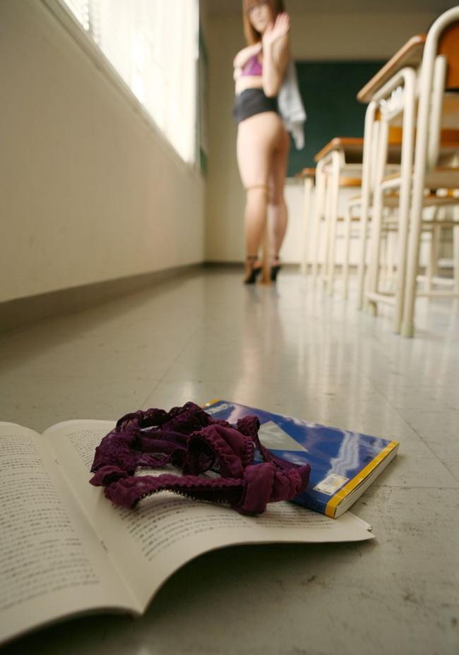 【ヌード画像】女教師という名のエロ専門の先生と教室画像(30枚) 27