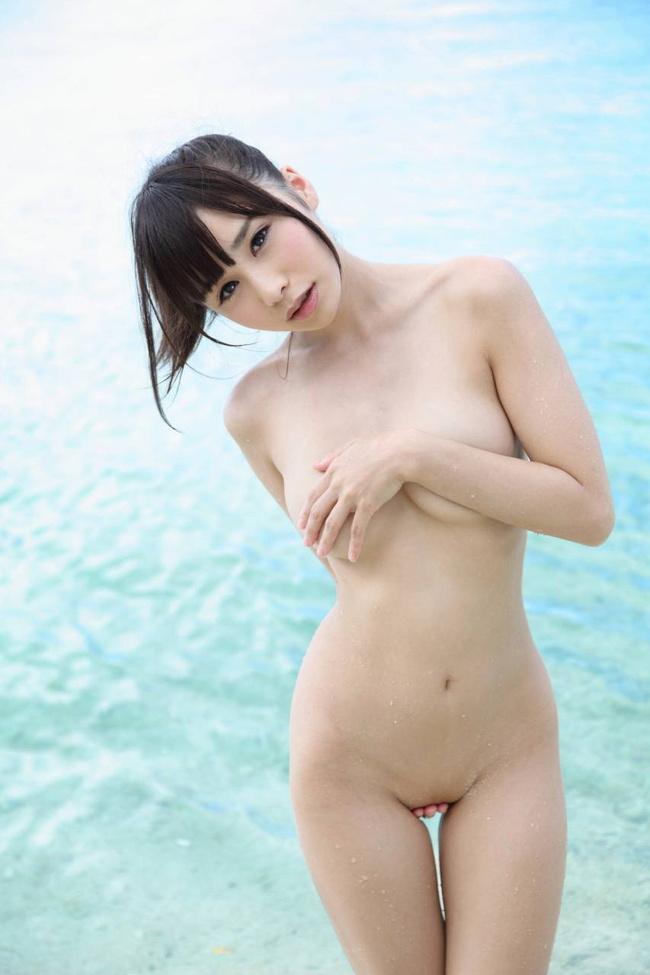 【ヌード画像】どう見ても脱いでるのに見えないグラドル逢坂愛(30枚) 15