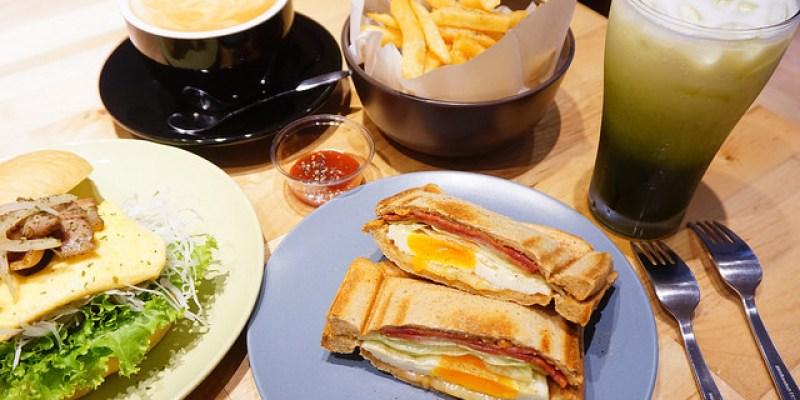 """【新北永和早午餐】ZAKI早起   永安市場站平價早午餐""""三層肉嫩蛋堡""""熱壓吐司"""