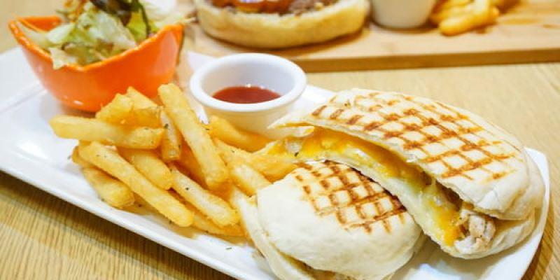 """【新北板橋美食】103 Kitchen  *♥新埔站美式早午餐""""手作裸麥漢堡"""
