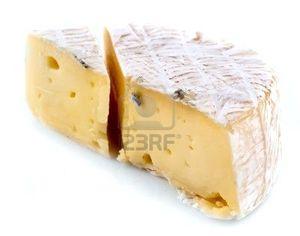 8578007-un-morceau-de-fromage-camembert-sur-une-plaque-blan.jpg
