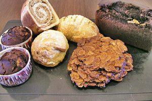 【1y3m~1y5m】副食品:黑糖口味雙色吐司 。副食品畢業。