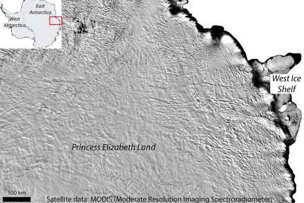 Los grandes canales y cañones que nacerían en el lago parecen extenderse hacia la costa oriental de la Antártida.