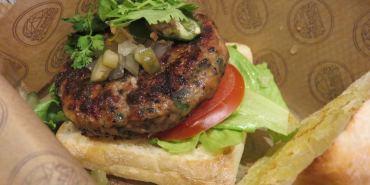《Burger Ray個性漢堡》不甘願與他人分享的吮指無敵漢堡