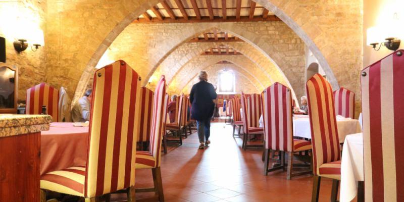 《西班牙卡爾多納》Parador de Cardona 中世紀古堡特色國營旅館