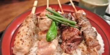 東京。築地市場。鳥藤。不吃生魚我來吃燒鳥~好好吃的米啊~~