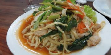 吳與倫比。柬埔寨。Ly Ly Restaurant 物美價廉 觀光客與在地人都愛的Lyly
