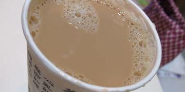 台北。樺達奶茶。無法調甜度依舊熱門的奶茶威力