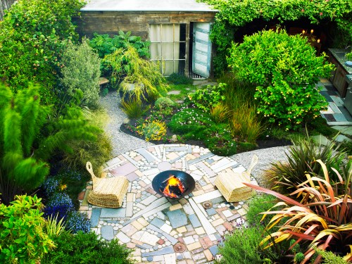 Phantasy Texas Making S Landscaped Front Yards Salvage Secrets Is Your Yard Or Garden Small On Get Big Ideas Landscaped Backyards S