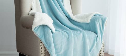 Sherpa Throw Blanket Aqua Blue 50x60 Reversible Fuzzy Microfiber All Season Blanket for Bed or Couch by Bedsure