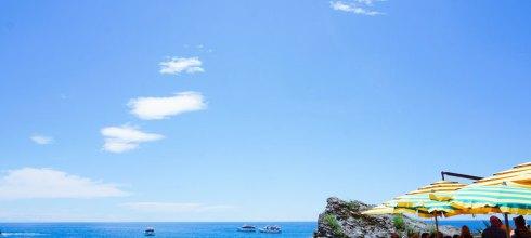義大利自由行|五漁村Cinque Terre推薦餐廳 il Casello海景餐廳,利古里亞海的海浪在腳下洶湧拍打。