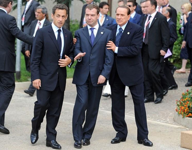 «Смотрели кино «Кин-дза-дза»? Там один из главных героев произнес эпохальную для России фразу: «Правительство на другой планете живет, родной!» У нынешней властной группировки нет экономической политики, мы видим просто метания из стороны в сторону»