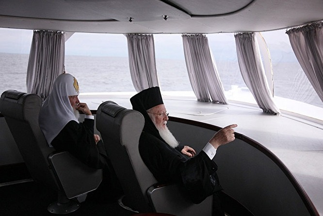 Патриарх Кирилл и Патриарх Варфоломей на яхте