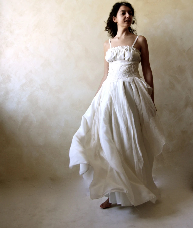 ivory bohemian dress vintage boho wedding dress Bohemian wedding dress Bridal Gown Celtic wedding dress Alternative wedding dress hippie boho wedding dress silk wedding gown ballgown