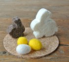 Soft spring sunshine: Felted Easter bunnies with eggs