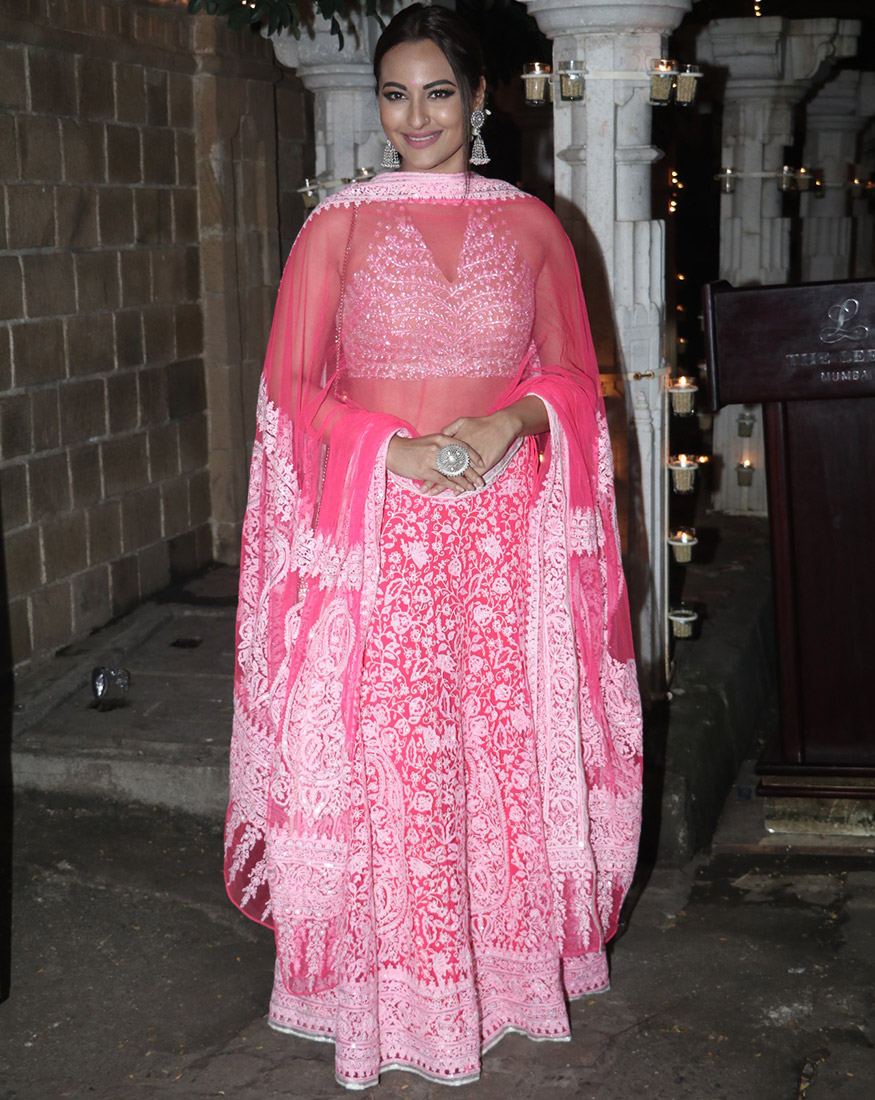 Sonakshi Sinha attends Anil Kapoor's Diwali party hosted at his residence in Mumbai on October 19, 2017. (Image: Yogen Shah)