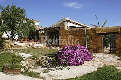 Masia típica con 3 casas, piscina  y viñedos       Barcelona