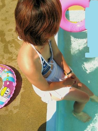 【エロ画像】真夏の定番!!女性達の水着ハプニング画像集めてみましたw 15