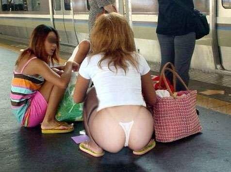 【エロ画像】エロいパンチラが見たくて見たくて探して集めてみましたww「ティーバッグがいい!」 15