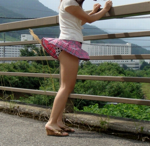 【パンチラ画像】スタイルバツグンの女の子たちのパンチラハプニング画像を集めてみましたww 15