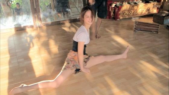 【放送事故画像】なぜテレビに出ている女の子達はみんなスカートが短いのか気になる画像を集めてみましたww 14