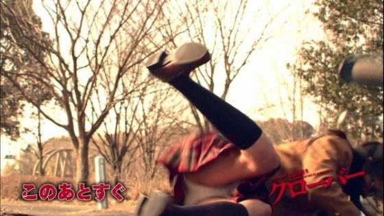 【放送事故画像】カメラの前で股を広げる女達の股の隙間が気になる! 15