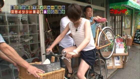 【放送事故画像】お姉ちゃんパンツ見えてる~wテレビにはっきり映ったパンチラ画像! 09