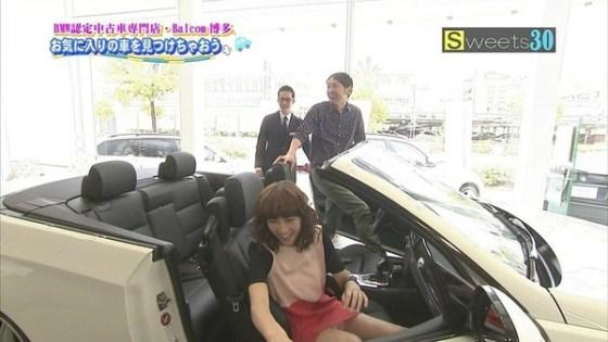 【放送事故画像】スカートの奥の方が気になってしょうがない!これは見えてる? 07