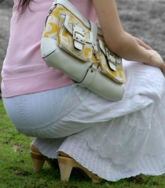 【透け画像】その透けて見えてるパンツはわざと見せてるんですか?
