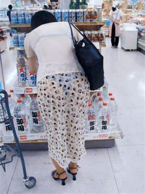 【透け画像】その透けて見えてるパンツはわざと見せてるんですか? 09