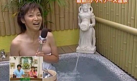 【温泉キャプ画像】バスタオル一枚でテレビに出るタレント達の体がエロすぎやしませんか??ww 10