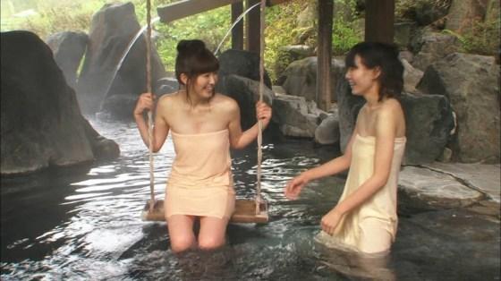 【温泉キャプ画像】バスタオル一枚でテレビに出るタレント達の体がエロすぎやしませんか??ww 16