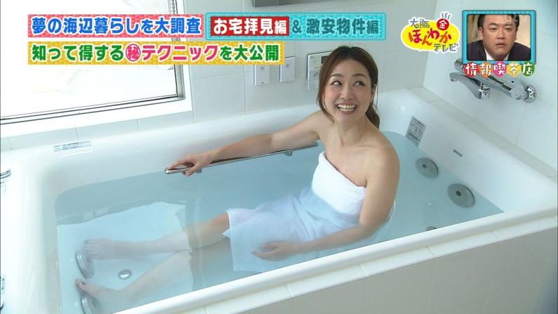 【温泉キャプ画像】バスタオル一枚でテレビに出るタレント達の体がエロすぎやしませんか??ww 22