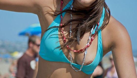【素人ハプニング画像】今年の夏はこんな水着ハプニングに出会いたいんのですwww