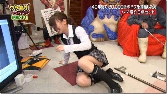 【パンチラキャプ画像】スカートの丈が短すぎて少しでも股開くとパンツが見えちゃうタレント達ww 19