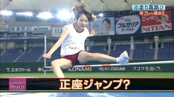 【放送事故画像】テレビでお股クパーしてマンコ注意な女性芸能人達wwww 19