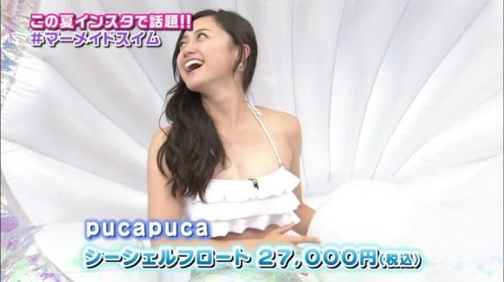 【水着キャプ画像】巨乳の半分以上見えちゃってるビキニ美女がテレビに映りまくりww 13