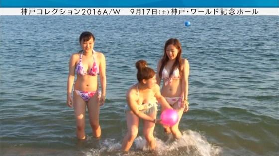 【水着キャプ画像】ビキニからオッパイはみ出しまくりの美女達がテレビに映ってるぞww 09