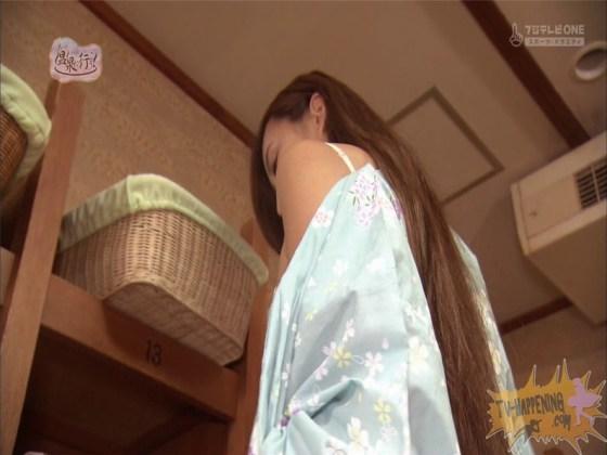 【お宝エロ画像】美女の脱衣シーンから、お尻丸出しでテレビに出ちゃう有能番組もっと温泉に行こう! 17