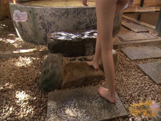 【お宝エロ画像】美女の脱衣シーンから、お尻丸出しでテレビに出ちゃう有能番組もっと温泉に行こう! 27