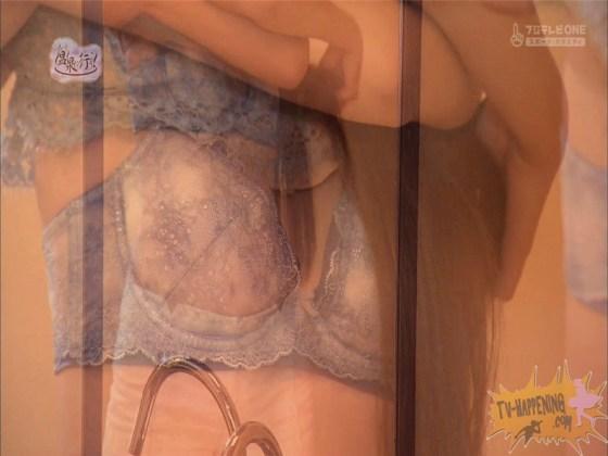 【お宝エロ画像】美女の脱衣シーンから、お尻丸出しでテレビに出ちゃう有能番組もっと温泉に行こう! 44
