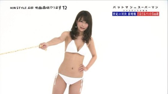 【水着キャプ画像】今年の夏も露出度高めの水着美女達がテレビに映ってオッパイ強調しまくりんごww 09