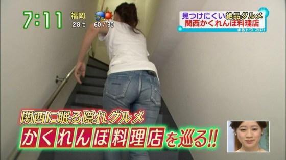 【お尻キャプ画像】ピタパンすぎてパンツラインまで浮き出ちゃってる女性タレント達のお尻がエロすぎww 19