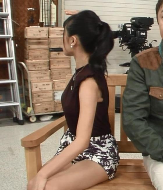 【太ももキャプ画像】タレント達のスベスベでムッチリしたエロい太ももに足を絡ませたいww 15