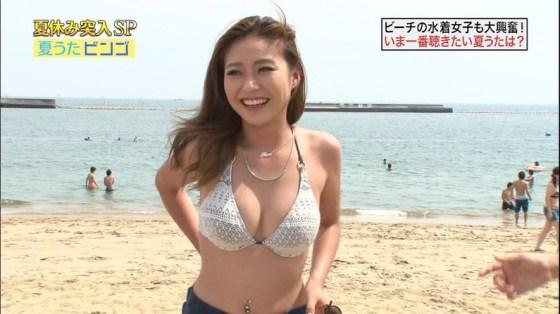 【水着キャプ画像】テレビでインタビューされた水着ギャル達のオッパイがシコシコすぎるwww 04